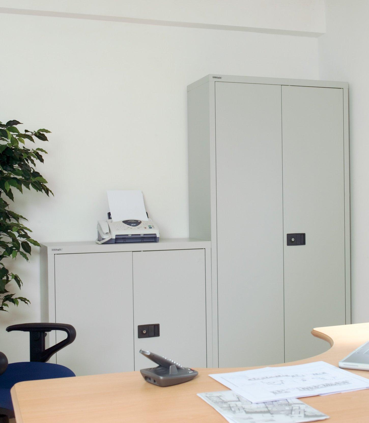 sehr hochwertige und robuste Büro-Stahlschränke mit sicher ...