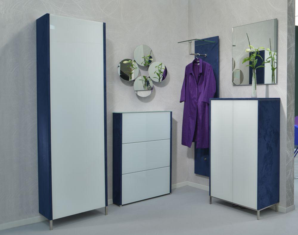 moderne Garderobenmöbel Stahl mit Velourbezug blau und eleganten ...