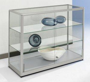 sideboard vitrine zwei schiebet ren abschlie bar glasb den h henverstellbar. Black Bedroom Furniture Sets. Home Design Ideas