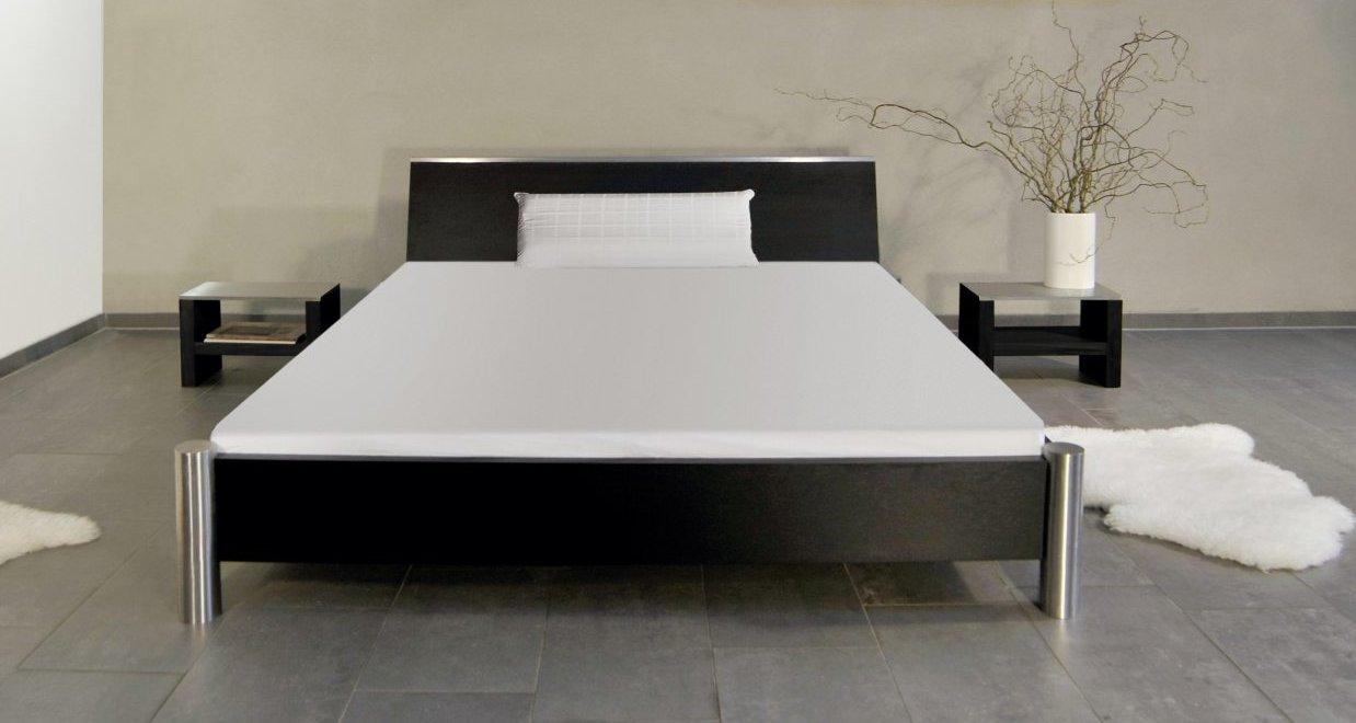 besonders stabiles und modernes Doppelbett aus robustem Holz massiv ...