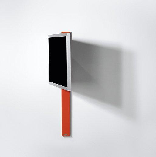 Hochwertige Tv Wandhalterung An Einer Eleganten Stahlsaule